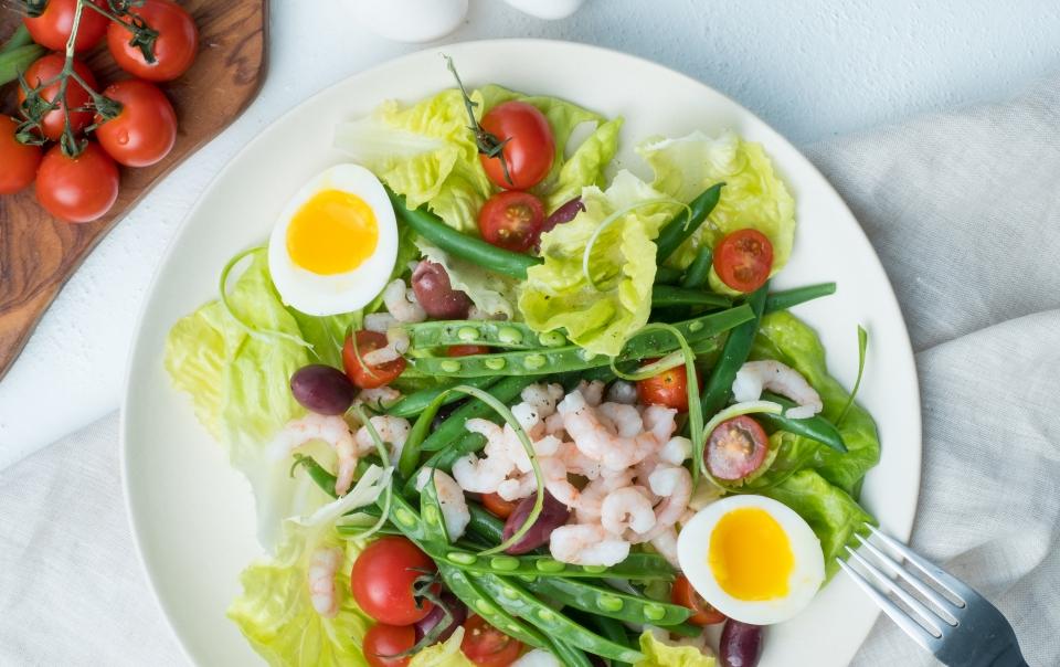 Salade niçoise aux crevettes nordiques