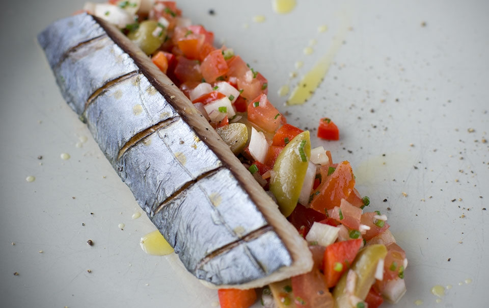 Grilled mackerel with fennel salad
