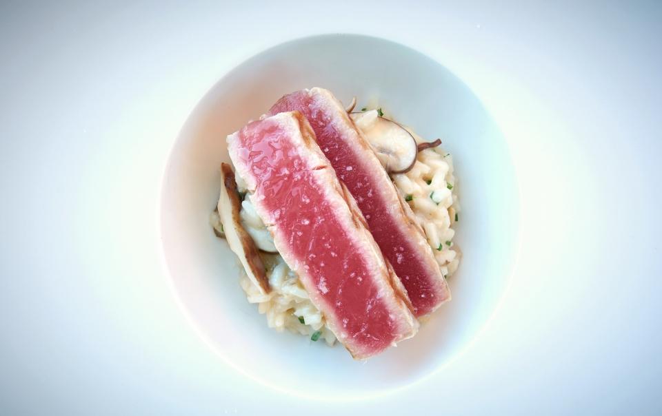 Darne de thon grillé & risotto aux champignons