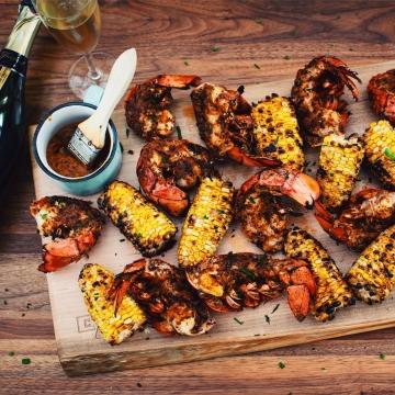 Queues de homard Cajun grillées sur le BBQ