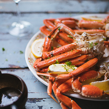 Snow crab with garlic and herbs butter